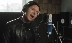 Lauris Reiniks izdod dīvaini mierīgu  dziesmu un videoklipu sadarbībā ar Ivaru Zviedri