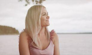 """MONTA publicē autobiogrāfisku dziesmu un video """"Brīva tavā pasaulē"""""""